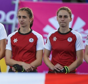 Nikki (left) and Amanda Woodcroft stand side-by-side before a match at the 2018 Commonwealth Games. Photo/Yan Huckendubler